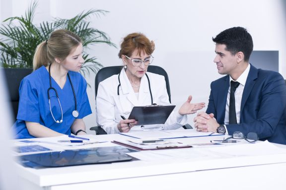 Pflegedienstleister diskutieren Budgetplanung
