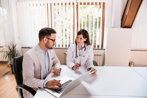 Fachwirt im Gesundheits- und Sozialwesen steuert Geschäftsprozesse